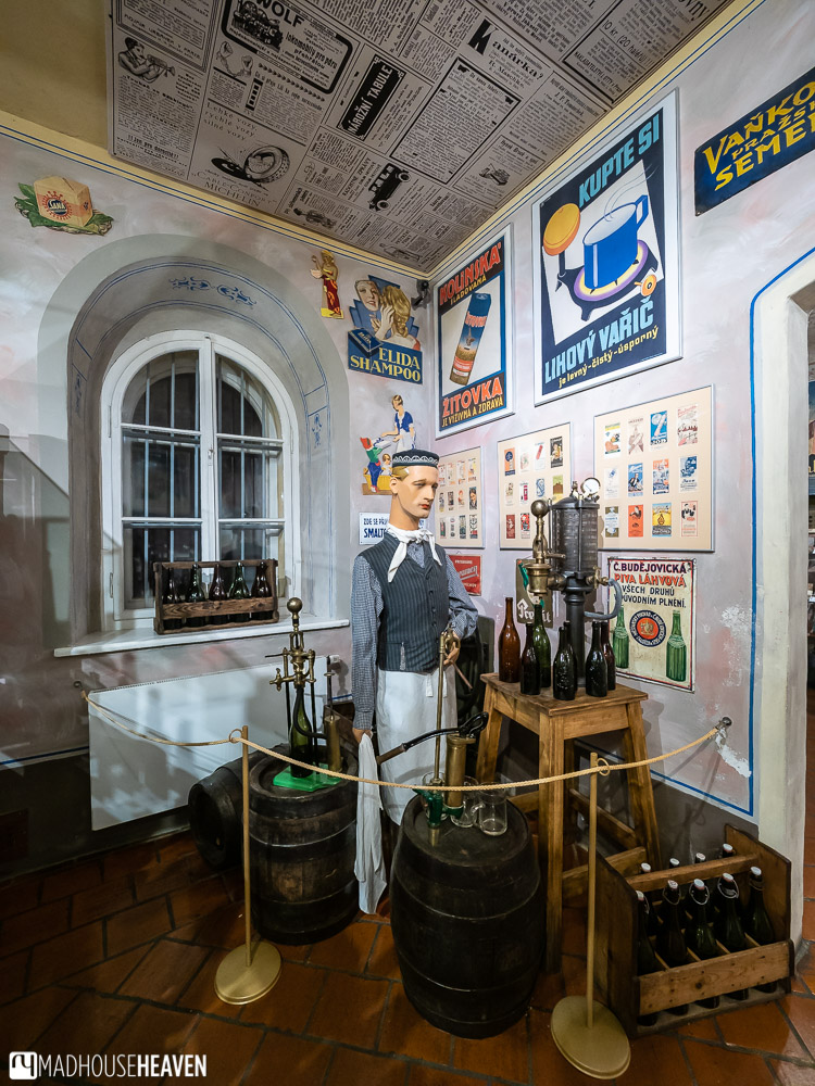 A diorama in the museum of commerce of a man selling draft beer in bottles, from the 1920s